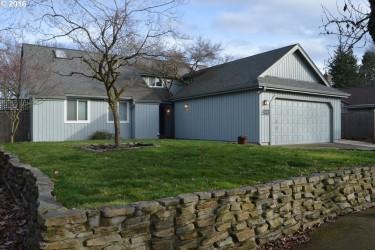 1097 Calvin St, Eugene, OR 97401